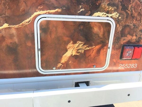 美加房车-储物空间的舱口