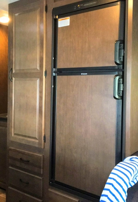 房车内部设备-冰箱的使用方法