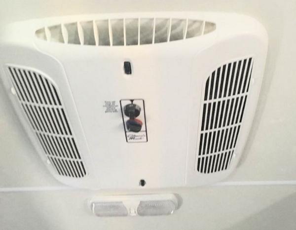 房车内部冷暖气