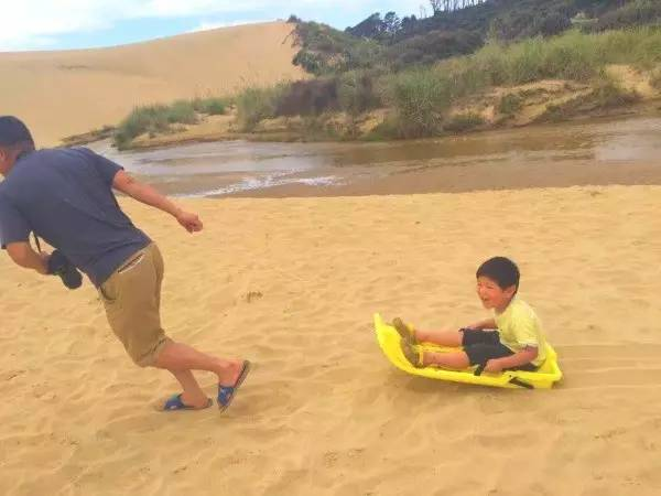 在新西兰房车自驾-90里海滩滑沙
