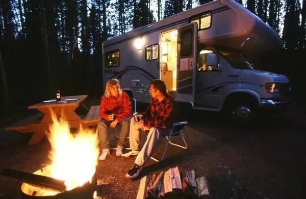 开房车去野外露营