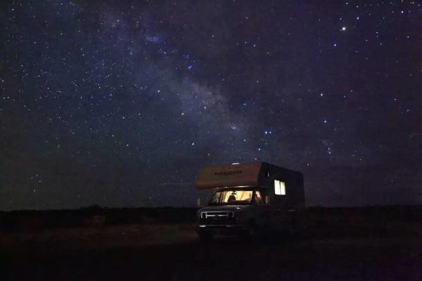房车与星空