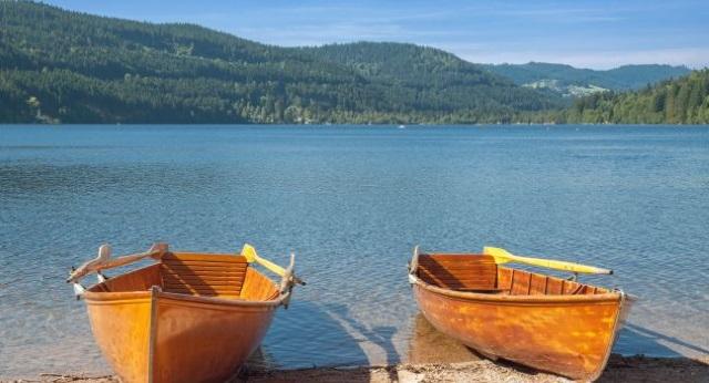 滴滴湖黑森林泛舟