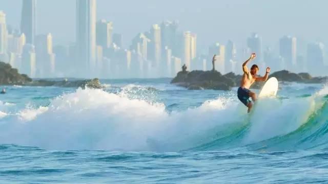 在澳大利亚·黄金海岸冲浪