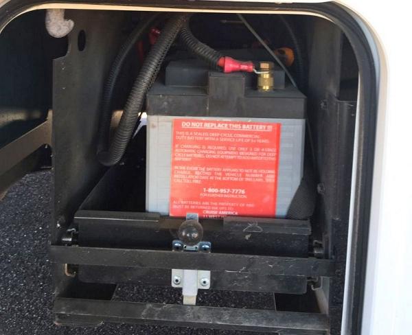 加拿大房车的使用-电瓶装置