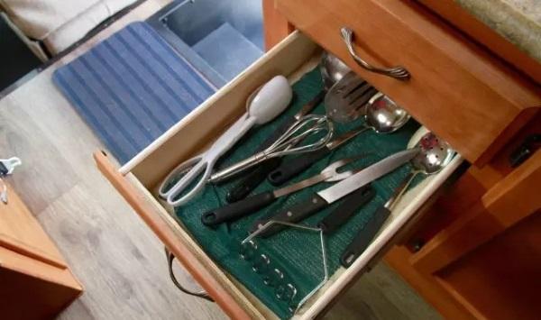 美加房车上的配置-厨房用具