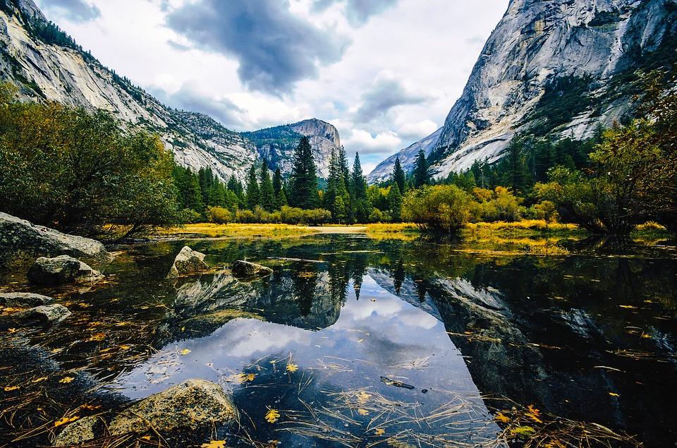 房车自驾美国国家公园-优胜美地的景色很美