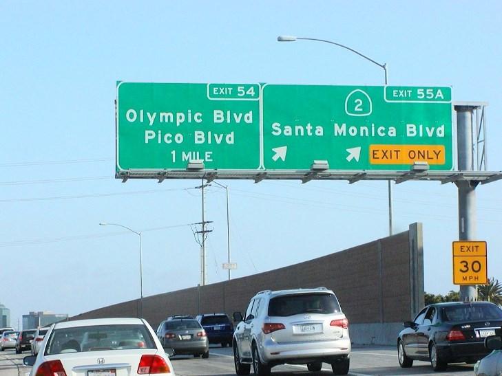 房车自驾-美国城市公路标志