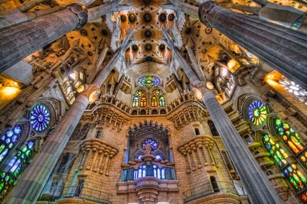 西班牙景点-神圣家族大教堂内部
