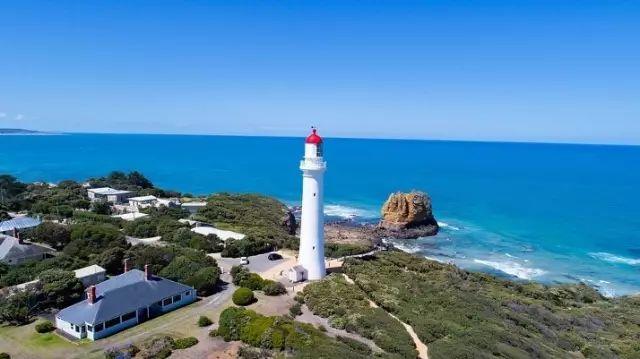 澳洲租房车享受阳光海浪沙滩