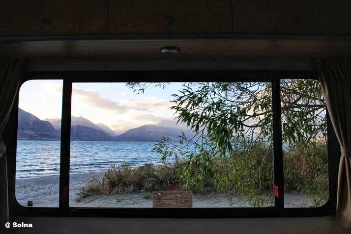 房车旅行房车露营窗外风景