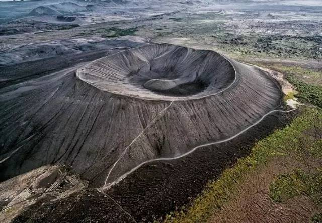 冰岛惠尔火山口