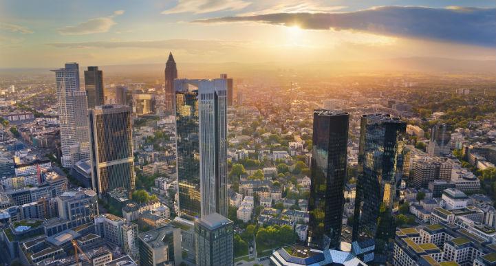 在流光溢彩的摩天楼的建筑造型后面,法兰克福还有温婉柔和的一面。