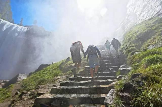 优胜美地迷雾小径