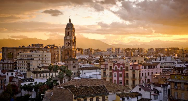 在马拉加品味历史悠久的西班牙。