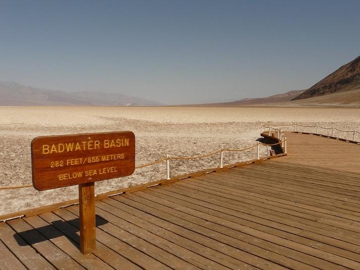 美国房车自驾游恶水盆地