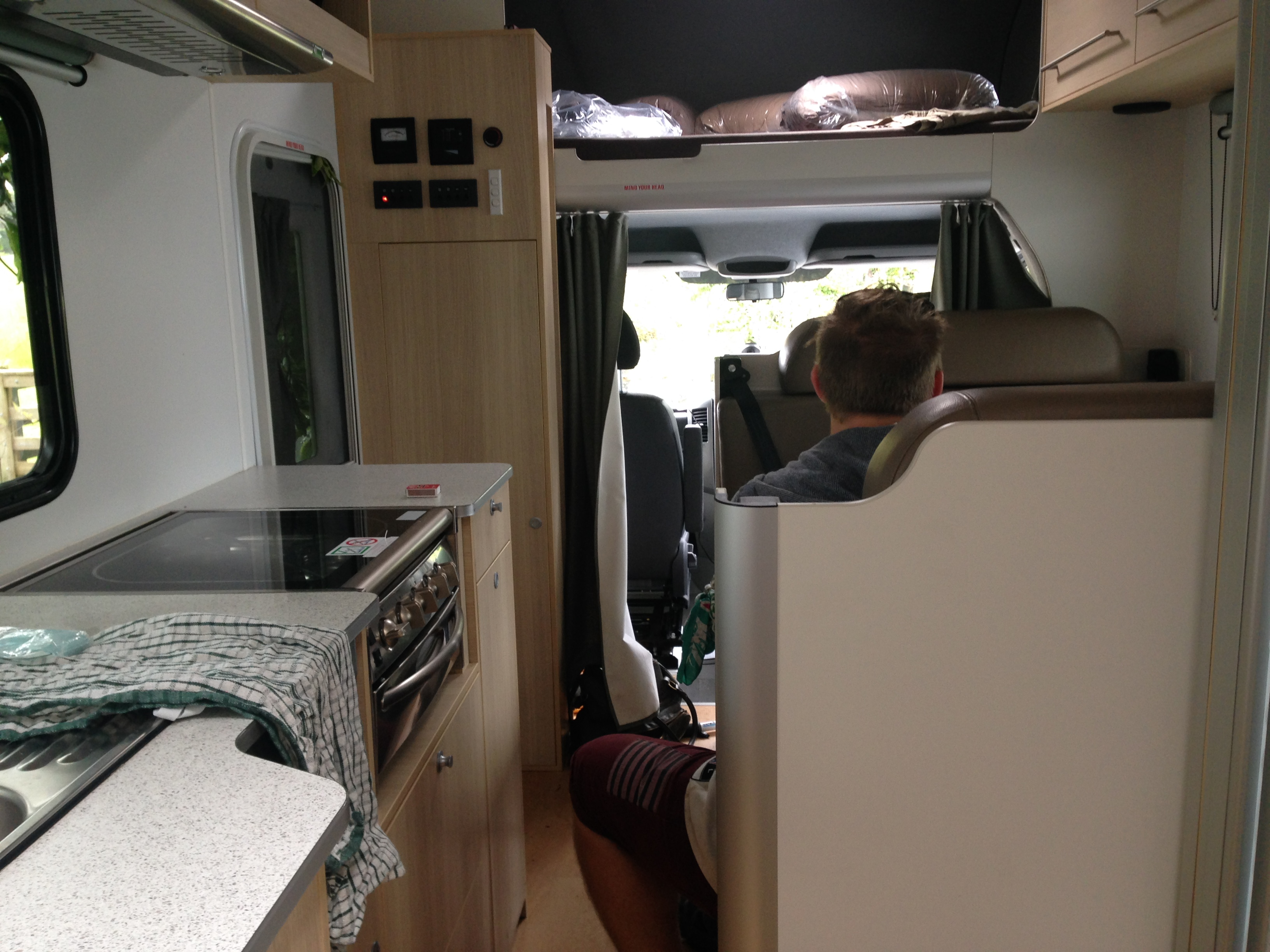 maui 6 berth interior