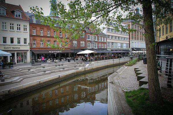 A quiet shopping street in Aarhus