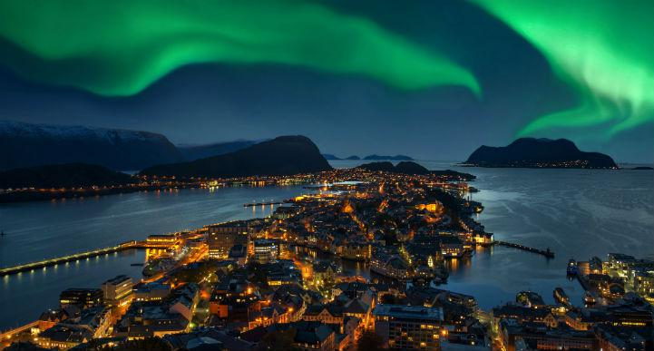 There's so much to do in the area around Alesund, but sometimes you can discover something wonderful by merely looking to the skies.