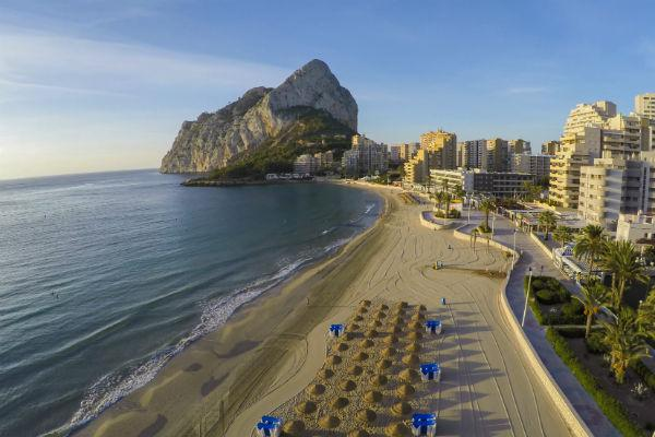 The balmy Mediterranean climate of Alicante lends itself well to a low key getaway.