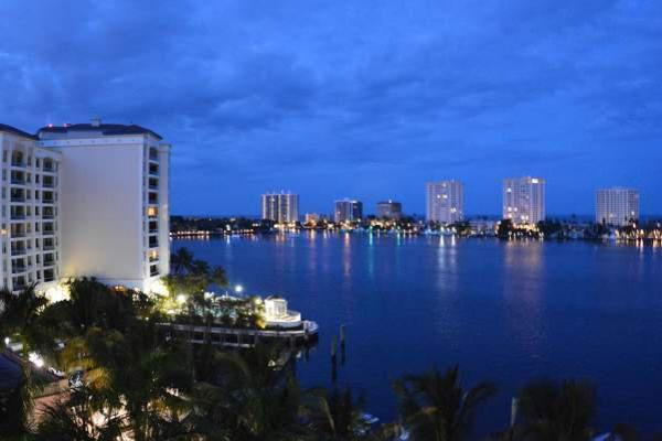 Boca Raton by night