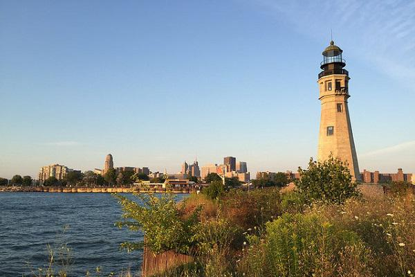 The Buffalo lighthouse with the city behind