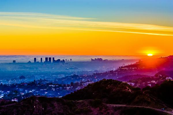 With a Burbank car rental, exploring all that Los Angeles has to offer is easy.