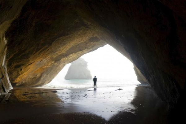 New Zealand's otherworldly beauty is framed perfectly by the eponymous rock arch at Cathedral Cove.