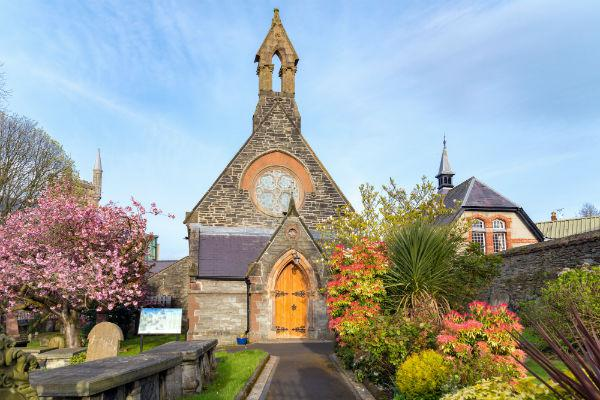 Booking a car hire from Derry Airport will allow you to discover all the little treasures that Derry (also known as Londonderry) has in store.