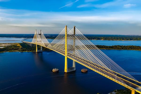 The flawless architecture of the Dames Point Bridge on display in Jacksonville, Florida