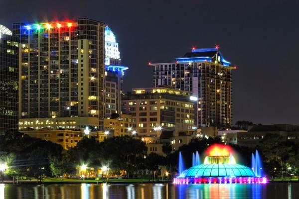 Lake Eola Park in Downtown Orlando by night