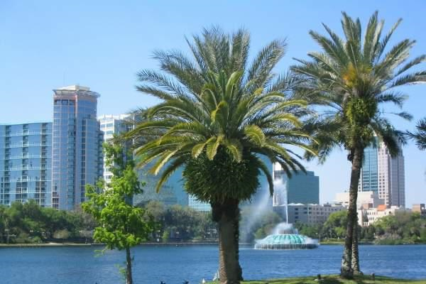 Lake Eola Park - a green oasis in the heart of the city of Orlando