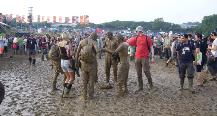 glastonbury_festival_mud