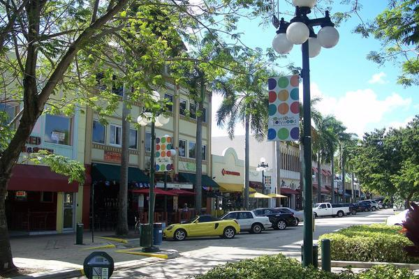 Cars line the streets in the shopping area of downtown Hollywood, Florida