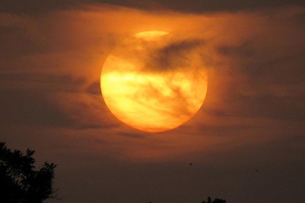 A stunning sunset dominates the sky in Killeen, Texas