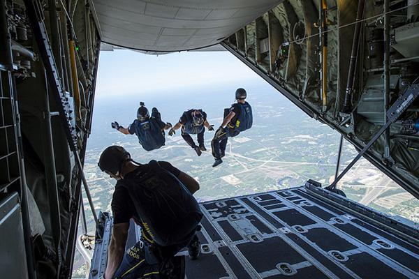 The Leap Frogs of the US Navy complete a skydiving exercise in Gulfport/Biloxi, Mississippi