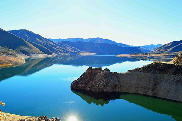 Lake, mountain setting, Boise region in Idaho