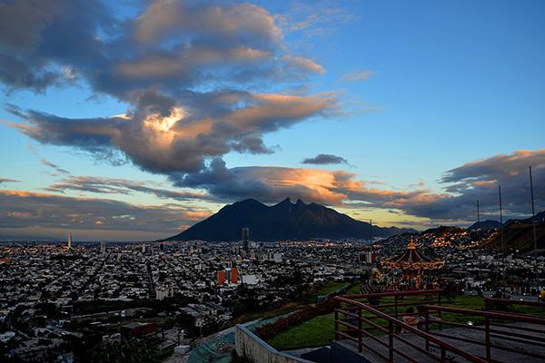 Expansive view of Monterrey, Mexico with mountain in background