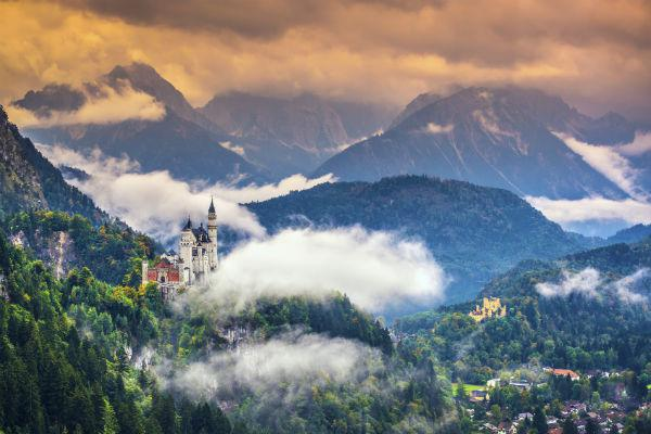 The fairytale-like castle of Neuschwanstein is best reached with a car rental from Munich.