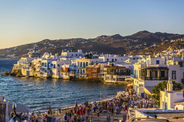 Little Venice on Mykonos draws crowds