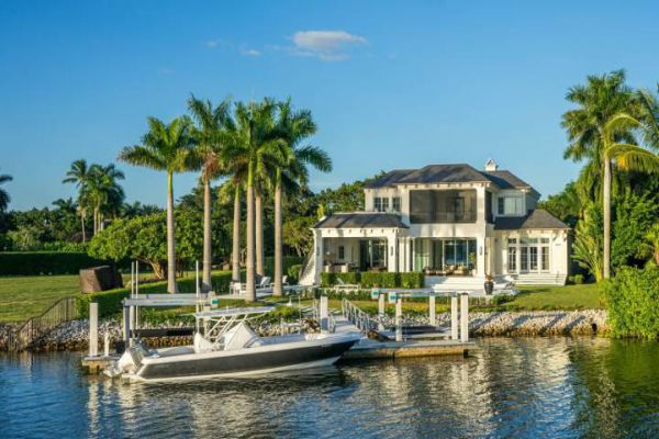 Naples is a city on the Gulf of Mexico in southwest Florida that's known for high-end shopping and golf courses.