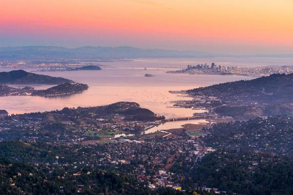 Set right across the bay from San Francisco, Oakland provides a slightly more low key holiday destination.