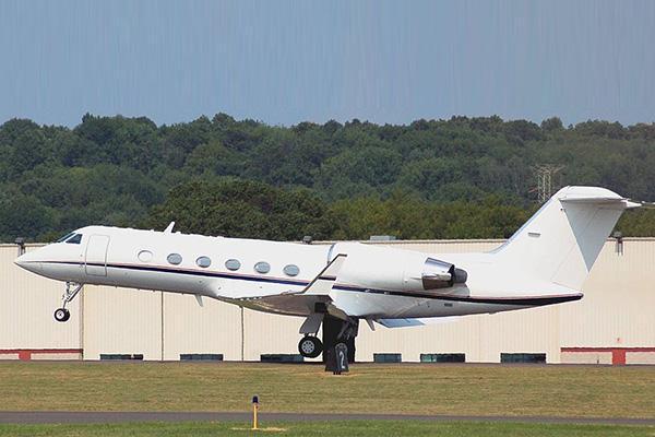 Gulfstream IV departs Oxford-Waterbury Airport in Connecticut