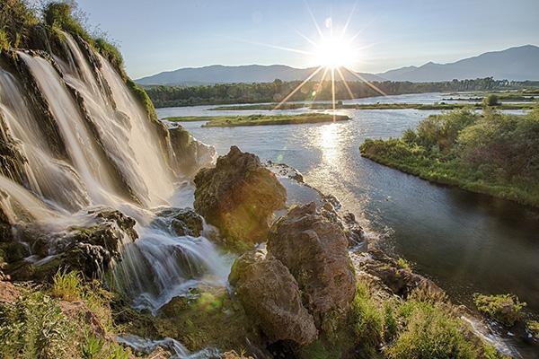 Small waterfalls above Snake River Idaho in Pocatello region