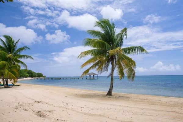 Roatán is one of Honduras's Caribbean Bay Islands famous for its beautiful beaches.