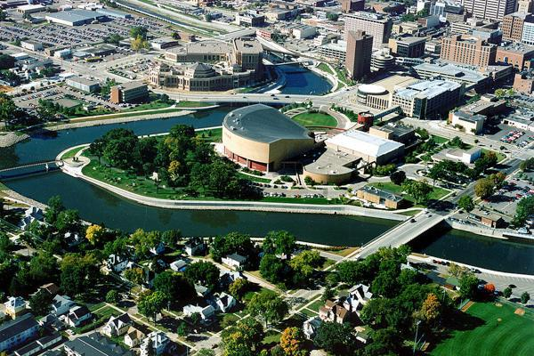 The river bends around the Rochester Art Centre in stunning Rochester, Minnesota