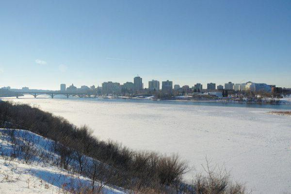 The city skyline of Saskatoon in winter.
