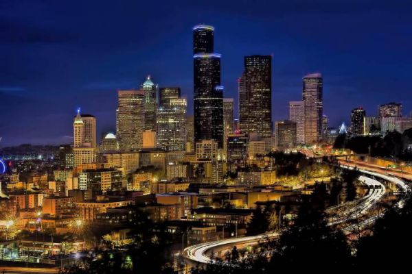 The stunning city skyline of Seattle by night.