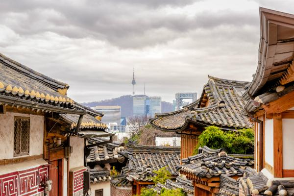 Seoul mixes old and new