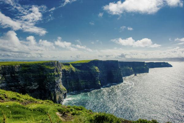 With a car rental from Shannon you can easily visit the breathtaking Cliffs of Moher.